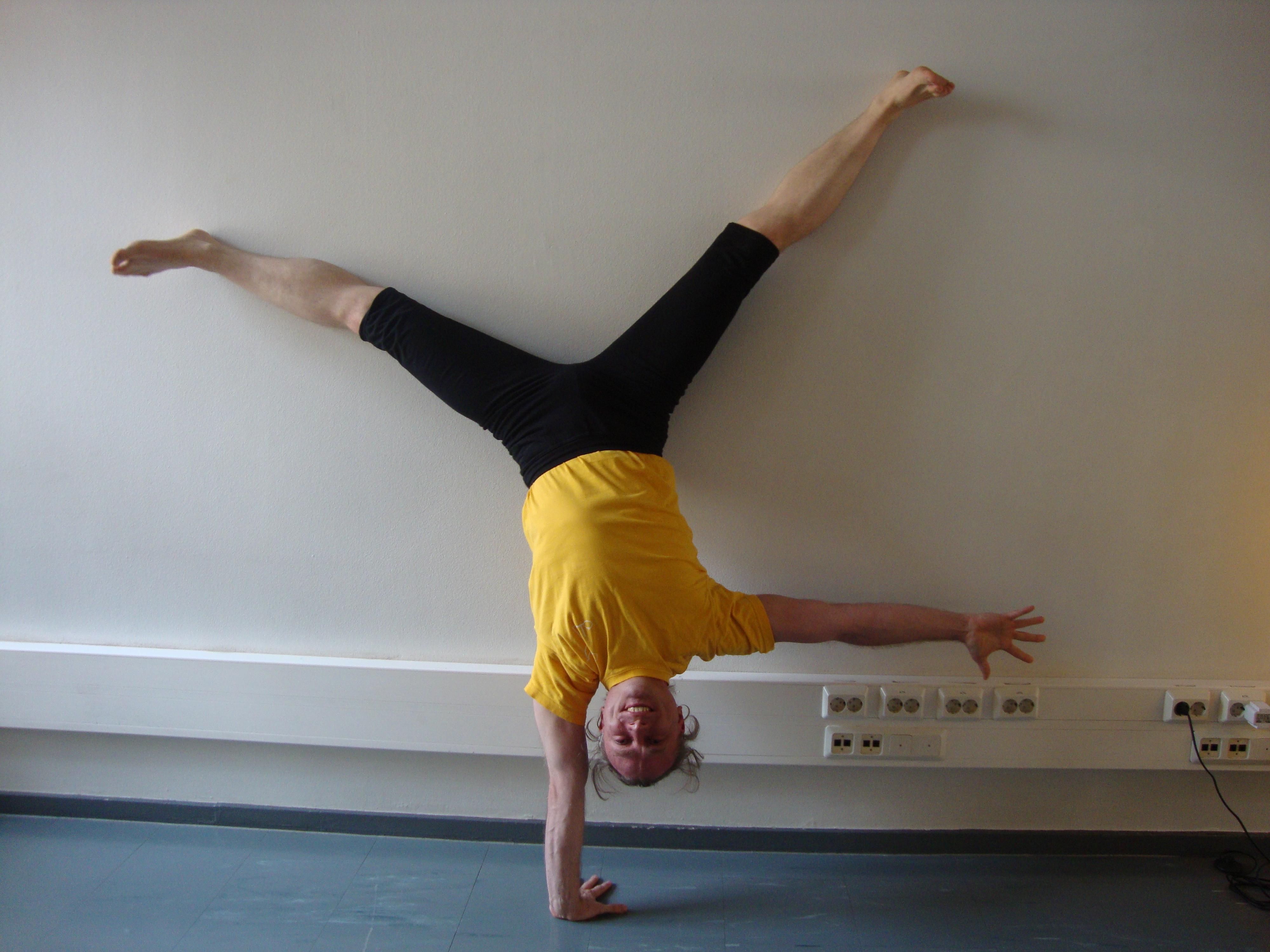 1-arm-handstand